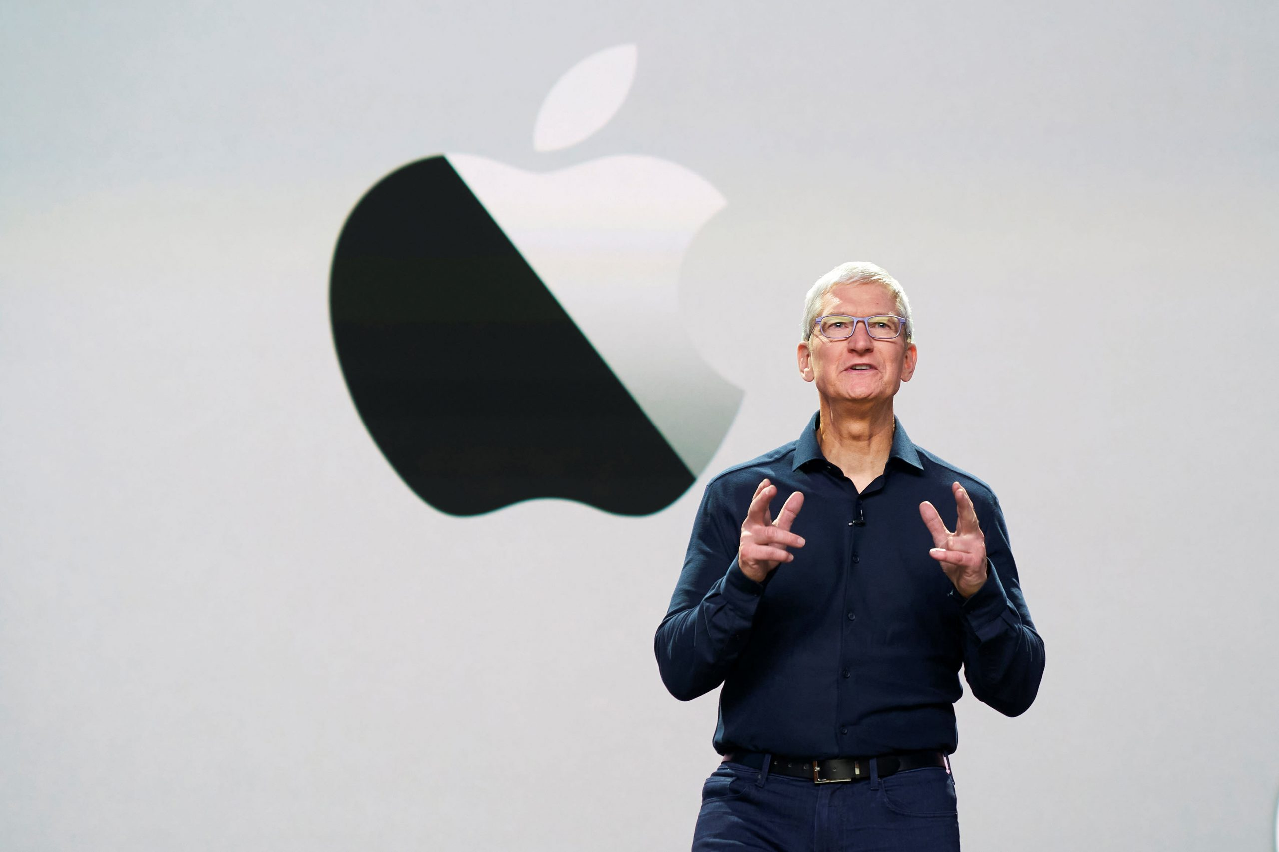 apple-delays-iphone-change-that's-expected-to-make-it-harder-for-facebook-and-other-apps-to-target-ads