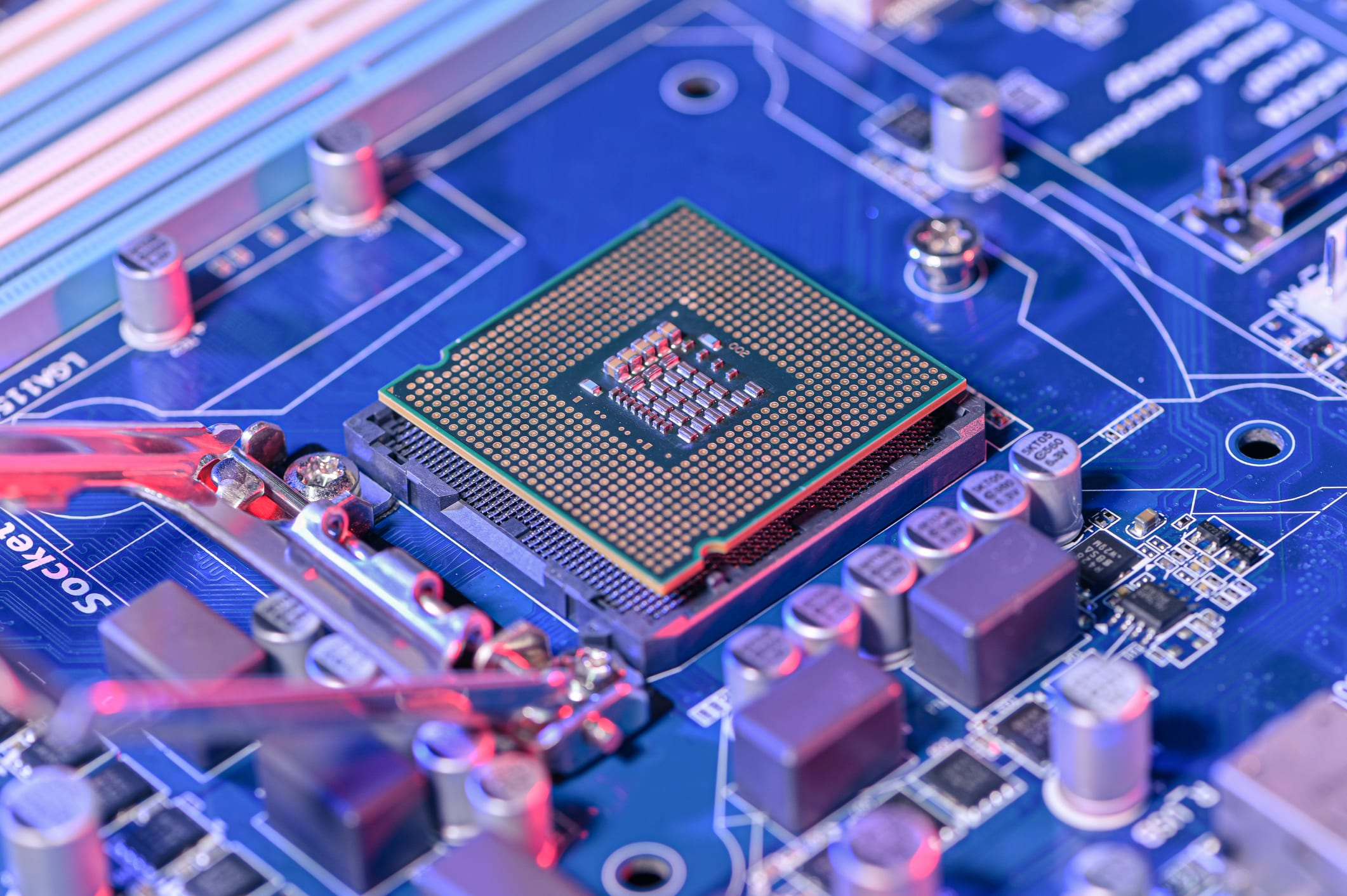 smic,-china's-largest-chipmaker,-plunges-23%-after-us.-says-it-could-blacklist-the-firm