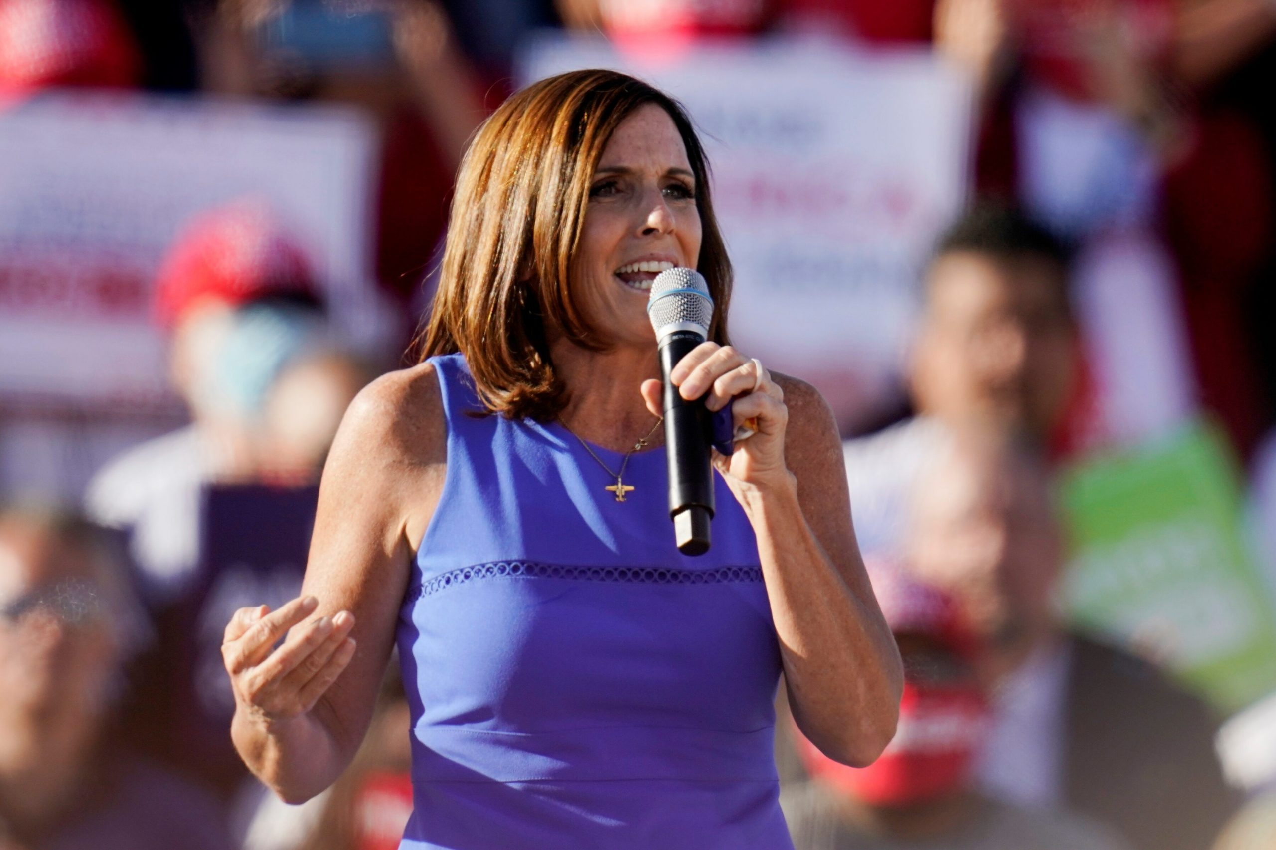 Arizona Sen. McSally farewell photo session with staff broken up because of lack of masks