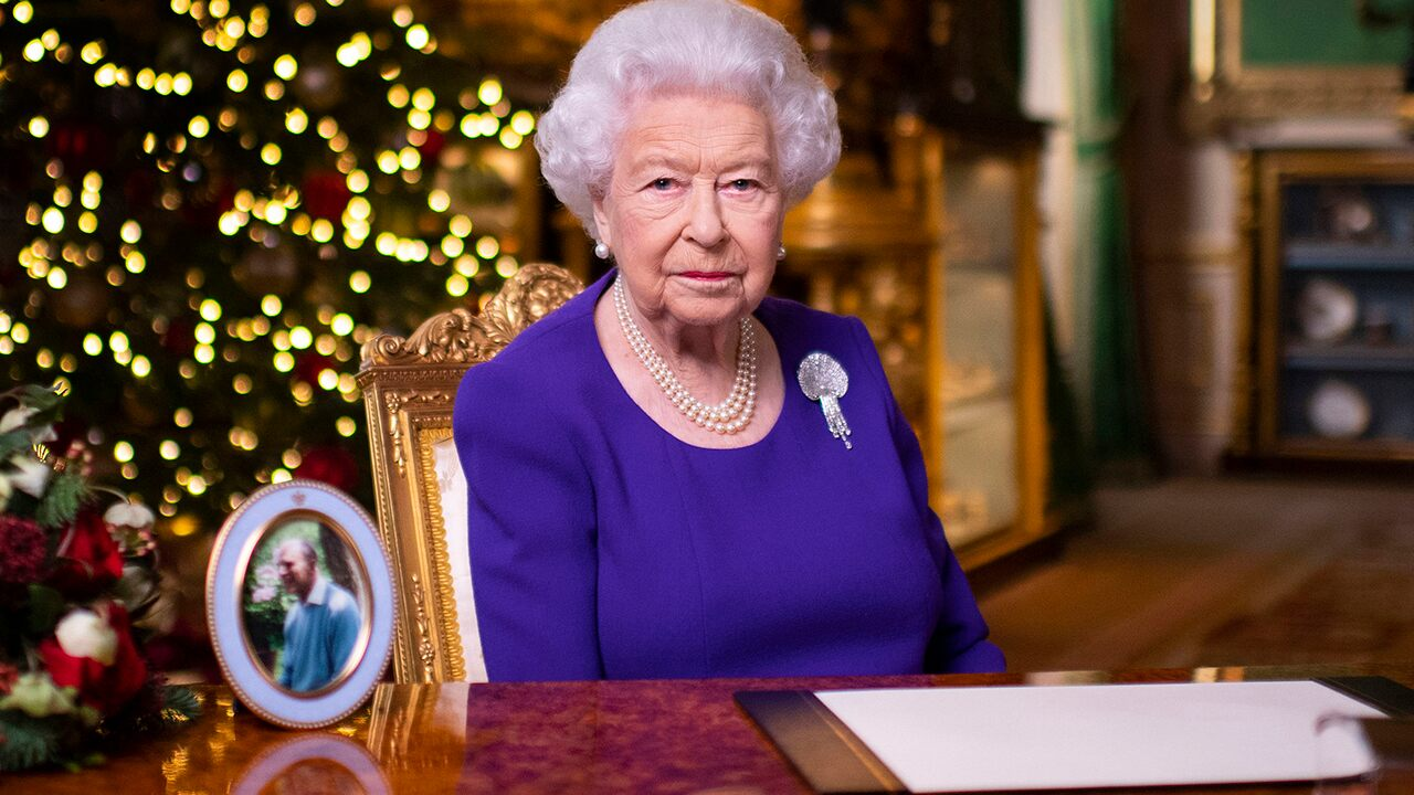 Queen Elizabeth shares inspiring message on New Year's Eve: 'Better days will return'