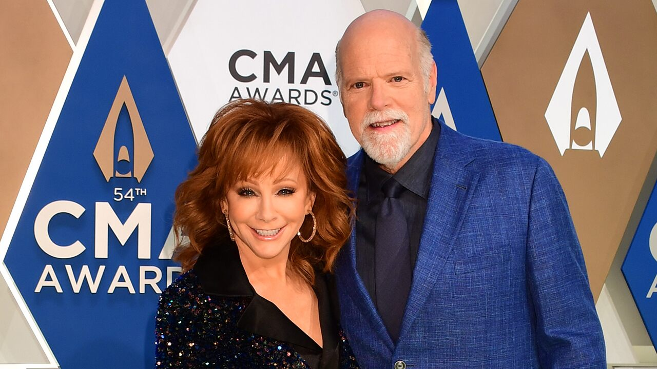 Reba McEntire shares snapshot with beau Rex Linn and her pet donkey: 'Here is Poncho'