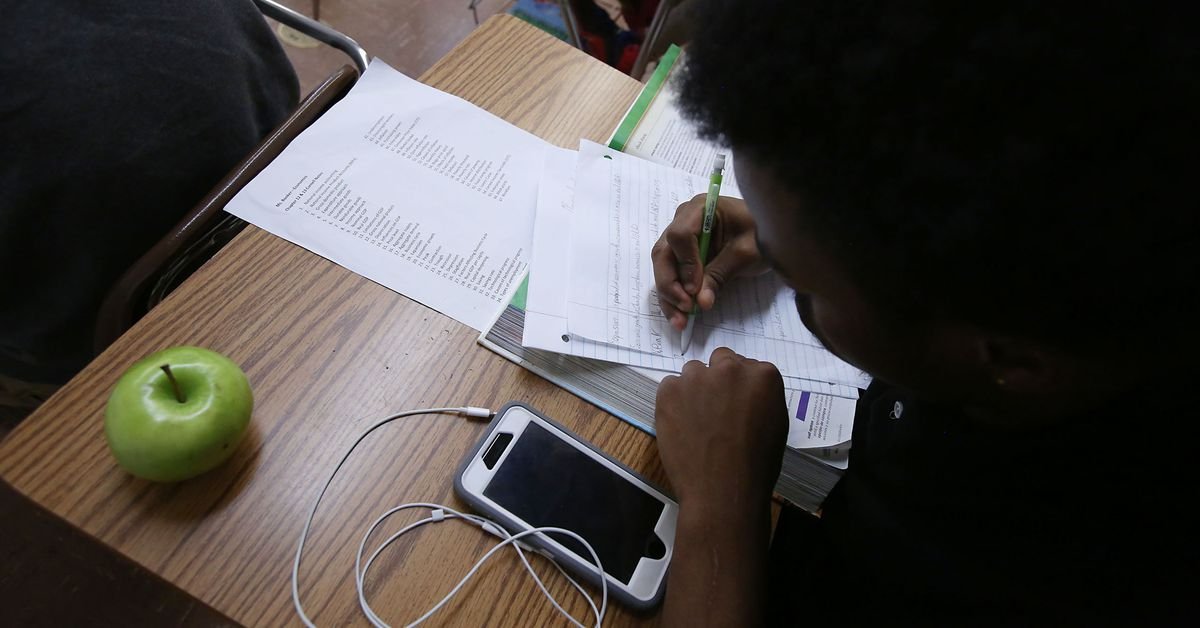 Final high school vote caps long and disruptive reopening journey in Chicago