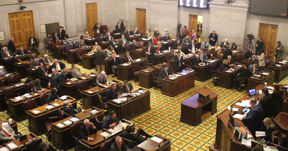 Tennessee House passes bill to block classroom discussions about systemic racism