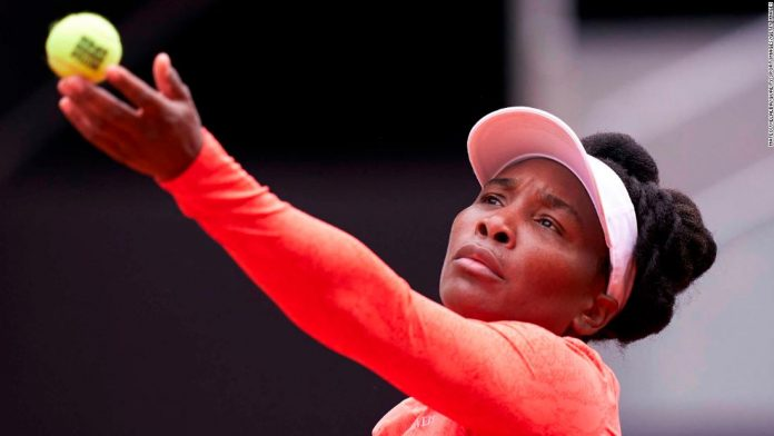 Venus Williams tells umpire she 'can't control God' following time violation due to heavy winds