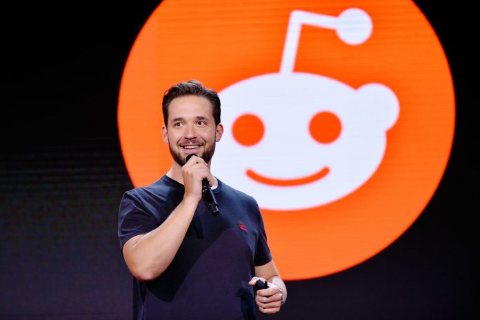 Reddit and global news sites including FT, New York Times and Bloomberg experience outage
