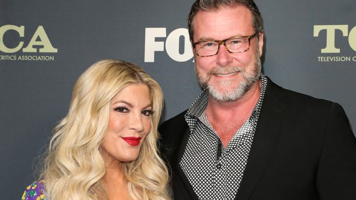 Tori Spelling says she and Dean McDermott don't share a bed amid rumored marital strife