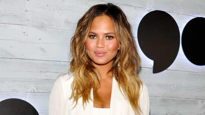 Chrissy Teigen cries after receiving fan letters about her pregnancy loss: 'I love you guys'