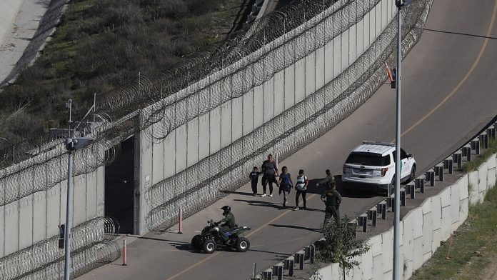 Texas plans to resume border wall construction