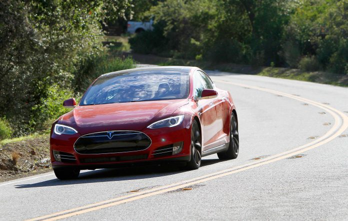 Tesla owners could get $625 each in settlement over battery throttling