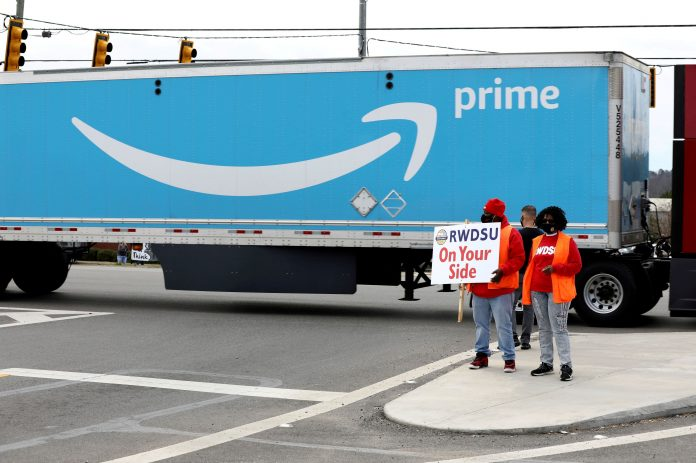Amazon faces Teamsters union drive at Canadian warehouse