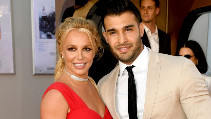 Sam Asghari says he and Britney Spears will have a prenup, mocks trolls for asking