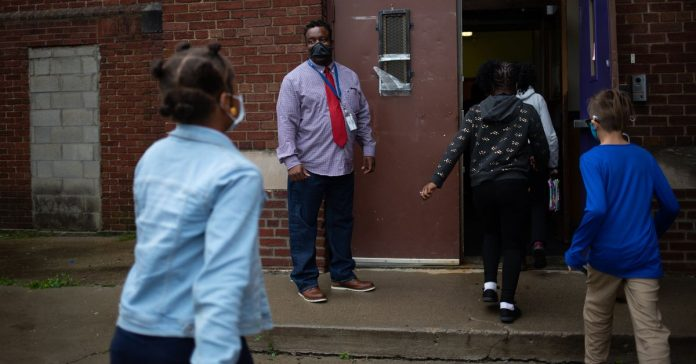 New Detroit program gives support staff a path to become DPSCD teachers